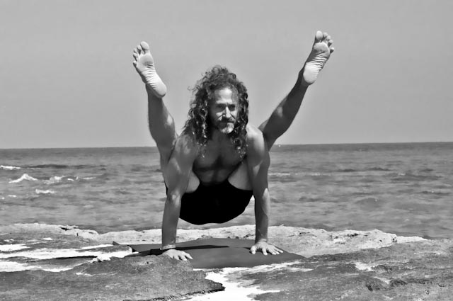 Hamsa Yoga Tittibhasana