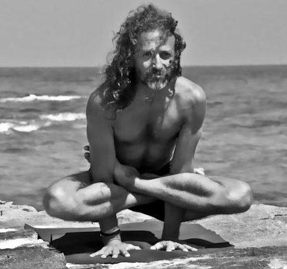 Hamsa Yoga Kukkutasana
