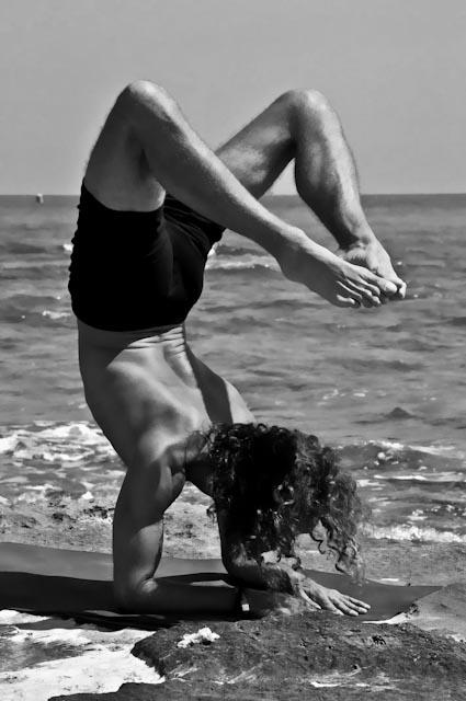 Hamsa Yoga Vrischikasana