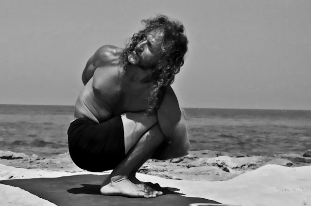Hamsa Yoga Pasasana