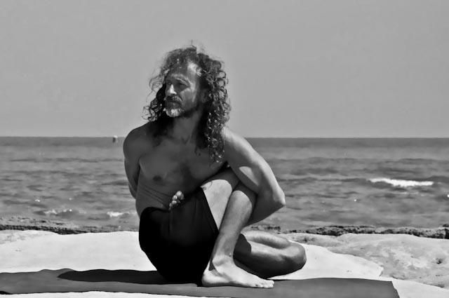 Hamsa Yoga Marichyasana D
